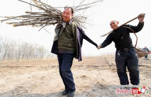 Blind Man and Armless Friend Plant 10,000 Trees in 10 Years