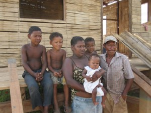 This Mayagna family now lives in a CO2 Bambu built bamboo home. They were victims of Hurricane Felix in 2007 and waited many years before getting a real home, thanks to a program funded by the World Bank, executed by CO2 Bambu.