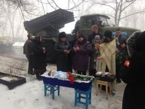 Heute wurde erneut ein kleines Kind in Donezk beerdigt! Eines von so vielen durch ukra-faschistischen Truppen getöteten unschuldigen Kinder des Donbass! +++