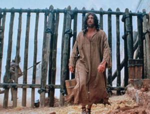 Der von der Gloriole umgebene Prophet Jeremia wird wegen seiner Reden an Seilen in die Schlammgrube hinuntergelassen (Jer. 38,6)..